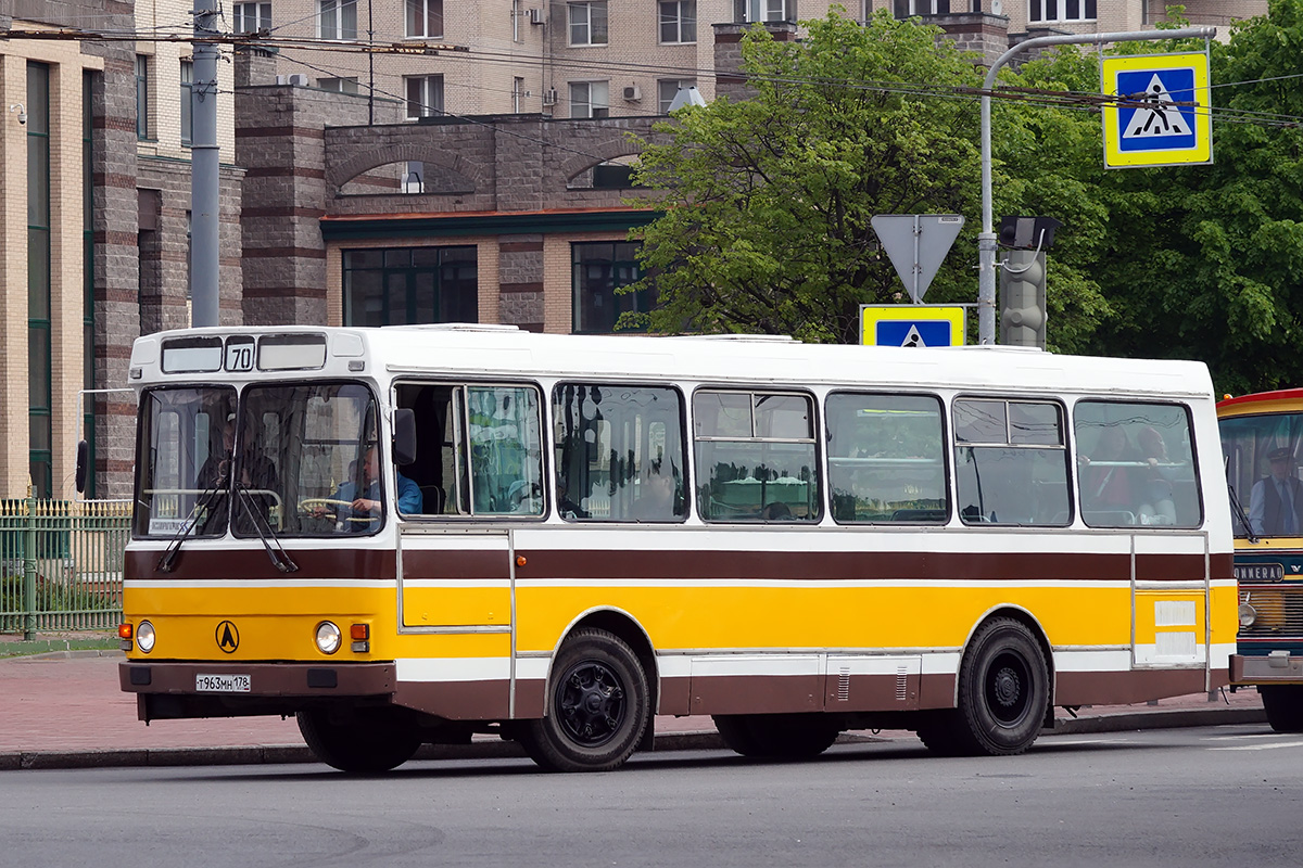 Saint-Petersburg, LAZ-42021 # 1708; Saint-Petersburg — 2nd St. Petersburg parade of retro-transport, 22 May 2016