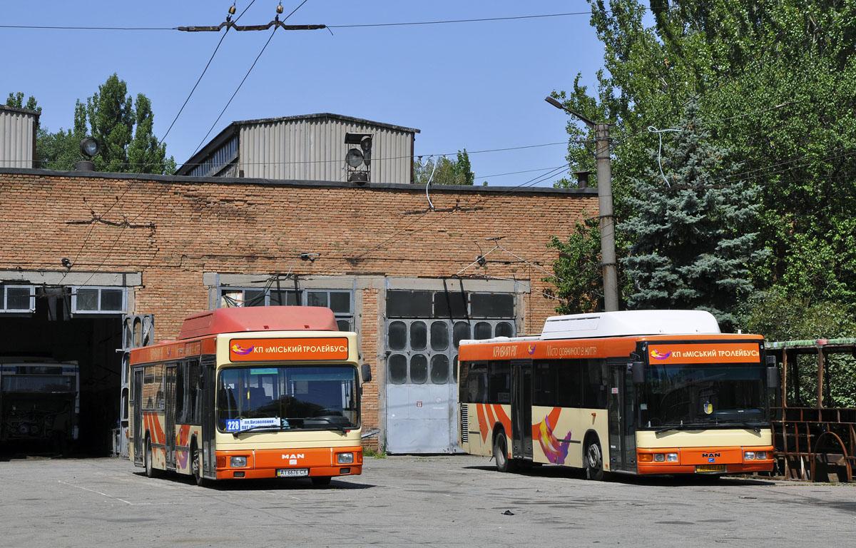 Dnepropetrovsk region, MAN A15 NL232 CNG # АІ 6676 СХ; Dnepropetrovsk region, MAN A20 NÜ233 CNG # АЕ 9813 АА