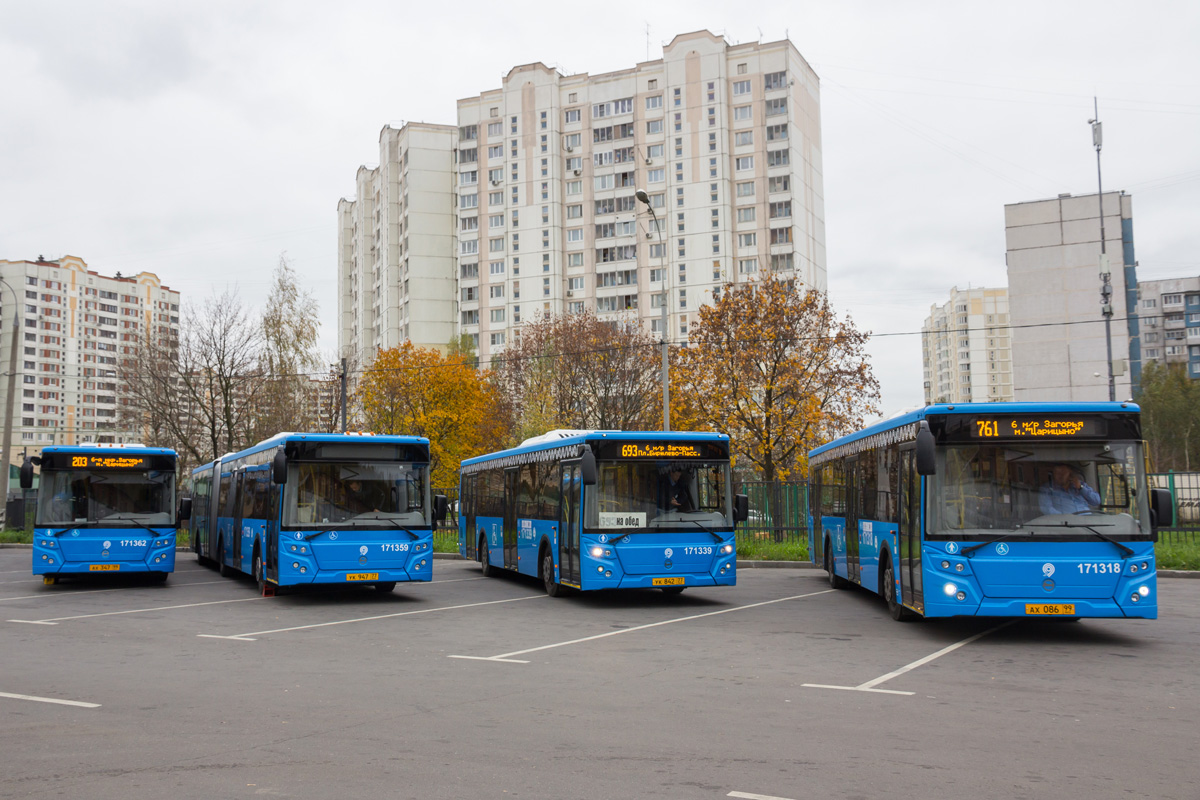 Moscow, LiAZ-6213.65 # 171362; Moscow, LiAZ-6213.65 # 171359; Moscow, LiAZ-5292.65 # 171339; Moscow, LiAZ-5292.65 # 171318; Moscow — Bus stations